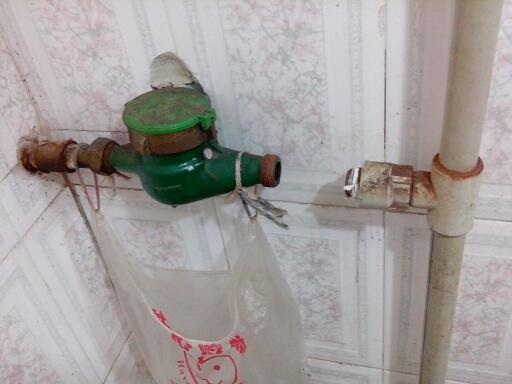 宅吉小区百草巷罗先生家庭水管水表前面的阀门维修更换图片